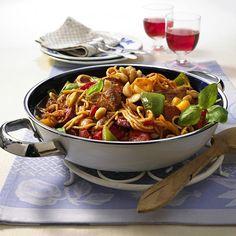 Paella, Kung Pao Chicken, Ethnic Recipes, Food, Diana, Spanish Tapas, Spanish Recipes, Pasta Meals, Popular Recipes