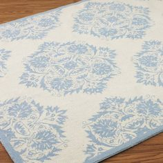 French Vintage Medallion Hooked Rug: Ivory and Blue