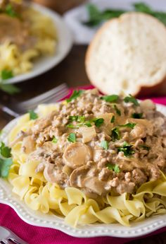 15 Minute Easy Beef Stroganoff - The Busy Budgeter 15 Minute Meals, Quick Meals, Easy Dinners, Skillet Dinners, Healthy Dinner Recipes, Cooking Recipes, Healthy Meals, Pasta Recipes, Yummy Recipes