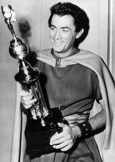 On the set of David and Bathsheba, Gregory Peck holds the Henrietta Award as the world's favorite actor according to a popularity poll. Hollywood Men, Classic Hollywood, Atticus Finch, Gregory Peck, Athletic Looks, Film Stills, Celebrity Photos, Handsome, Actors