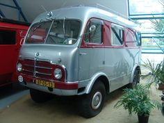 Classic Campers, Classic Trucks, Mini Bus, Cool Vans, Vintage Vans, Vw Bus, Old Cars, Motor Car, Cars And Motorcycles