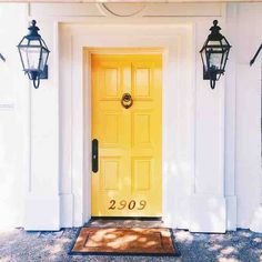 Happiest door I've ever seen. #doorcrush #yellow #dallas