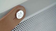 BEOLIT 12 | La correa de cuero italiano está diseñada diagonalmente para lograr la máxima estabilidad durante el transporte.