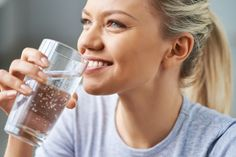 Does detox water help you lose weight? Discover our favorite recipes and how this mom likes to get her water in every day. Not Drinking Enough Water, Drinking Water, Ayurveda, Home Remedies For Dizziness, Tendon, Hydrogen Water, Cleanse Your Liver, Beachbody Blog, Drink More Water