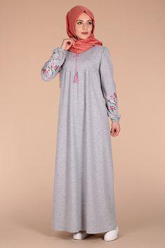 gri tesettür penye elbise modelleri Modern Hijab Fashion, Abaya Fashion, Muslim Fashion, Fashion Dresses, Hijab Style Dress, Hijab Outfit, Estilo Abaya, Hijab Jeans, Hijab Evening Dress