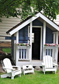 Красивый небольшой домик, который подойдет для детских игр.