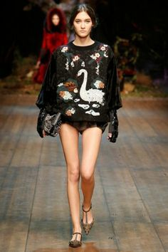 Dolce & Gabbana Autumn-Winter 2014, bekijk alle looks uit de show hier: http://glamour.nl/j3xkd6zkn