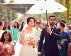Elegant Wedding Gowns, Wedding Dresses, Christian Wedding Gowns, Bridal Hairstyle Indian Wedding, Gray Weddings, Indian Hairstyles, Saree Wedding, Kerala, Bouquet