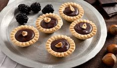 Chocolate Hazelnut Tarts - maybe this would be good for Key's wedding reception Tart Recipes, Dessert Recipes, Desserts, My Favorite Food, Favorite Recipes, Just Pies, Fruit Ice Cream, Pie Pops, Mini Pies
