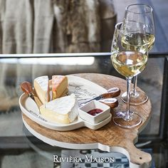 On this cheese board you can serve a wide range of the most delicious cheese.