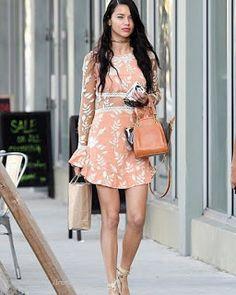 Celebrity Style | 海外セレブリティ最新スタイル情報 : 【アドリアナ・リマ】ピーチ色がキュートなミニワンピースでお買い物へ!