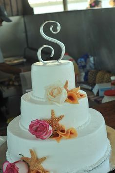 Beach wedding cake starfish
