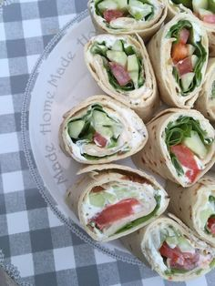 Light vegetable wraps - Rachel cuisine - Print this recipe I love the wraps for the aperitif ! Bento Recipes, Raw Food Recipes, Easy Dinner Recipes, Easy Meals, Bento Ideas, Lunch Ideas, Clean Eating Snacks, Healthy Snacks, Sandwich Buffet