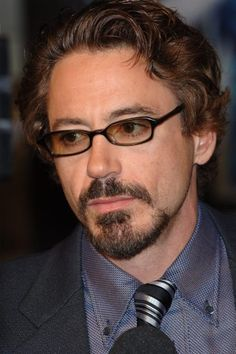 Actor ROBERT DOWNEY JR at the Hollywood premiere of his new movie Kiss Kiss…