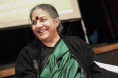 Le système agro-industriel, contributeur massif au réchauffement climatique, se montre aussi incapable de résoudre les problèmes environnementaux et alimentaires de la planète. Pour Vandana Shiva, la solution est à chercher du côté des « systèmes d'alimentation locale contrôlés par la communauté et gérés par les citoyens ». L'écologiste, auteure et féministe indienne Vandana Shiva est en visite à Paris afin de signer le Pacte pour la Terre avec l'association Solidarité. Reporterre l'a re...