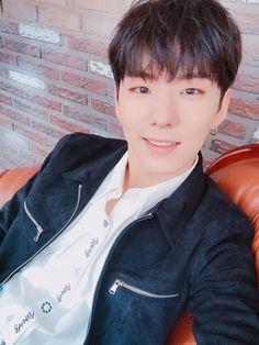 Monsta X selfies❤️My twitter(XXCaraBebeXX) Source(OfficialMonstaX) Yoo Kihyun!