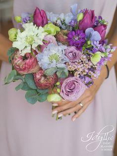 Purple bouquet / wedding bouquet / design Idyllic Events / nunta Romania
