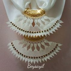 This Pin was discovered by iğn Crochet Doilies, Crochet Flowers, Knit Crochet, Hairstyle Trends, Moda Emo, Point Lace, Lace Scarf, Needle Lace, Needlework