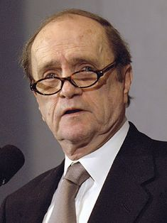 Bob Newhart was drafted into the U.S. Army in 1952 and served in the United States during the Korean War as a personnel manager until being discharged in 1954.