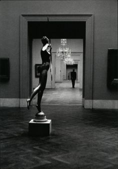 Metropolitan Museum of Art, NY photo by Elliott Erwitt, 1949