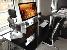70 Inspirational Workspaces - replace all that Mac with Linux and we're set