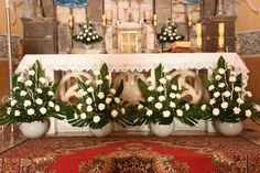 Creative Flower Arrangements, Church Flower Arrangements, Floral Arrangements, Church Wedding Decorations, Altar Decorations, Palm Sunday, Arte Floral, Ikebana, Decoupage