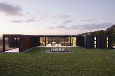 Lodge do vintage do conto de fadas na floresta, para recipiente moderna casa no alto de uma colina. Obrigado,HomestyleNZ Mag ...from Fancy NZ Design Blog