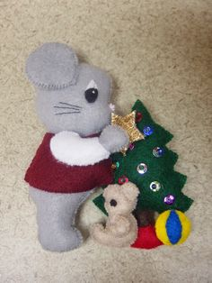 Fans of Carolyn DeAngelis Felt Ornaments: Berry X-mas Special with Tree