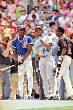 1990 All Star Game: Andre Dawson, Ken Griffey Jr & Barry Bonds. career HRs in this photo. Best Baseball Player, Pro Baseball, Better Baseball, Baseball Photos, Baseball Cards, Baseball Stuff, Baseball Photography, America's Pastime, Baseball Uniforms