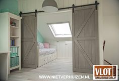 Sfeervolle zolder House Interior, Basement Bedrooms, Attic Rooms, Home, Bunk Beds Built In, Bedroom Loft, Loft Spaces, Bedroom Design, Home Decor