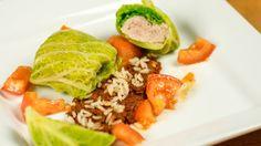 Julia Karwowska: Gołąbki z sosem pomidorowym Cobb Salad, Tacos, Ethnic Recipes, Food, Eten, Meals, Diet