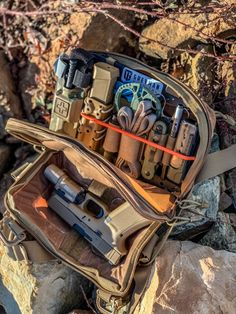 This is a x panel being utilized for gear organization in a kitbag . Any one else using bags/packs/pouches with our panels? Tag us wed love to see! Bug Out Gear, Edc Bag, Edc Tactical, Bushcraft Gear, Range Bag, Airsoft Gear, Tac Gear, Edc Everyday Carry, Cool Gear