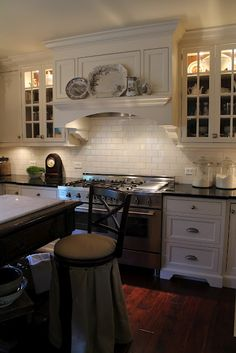 Incredible Kitchen remodel layout help,Small kitchen cabinets gallery tricks and Kitchen remodel anchorage ideas. Kitchen In, Small Kitchen Cabinets, Kitchen Hoods, Kitchen Ideas, Cupboards, 1950s Kitchen, Country Kitchen, Narrow Kitchen, French Kitchen