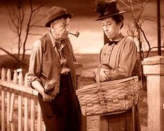Wizard of Oz 1939 Charley Grapewin-uncle Henry, Margaret Hamilton-wicked witch of the west Wizard Of Oz Characters, Wizard Of Oz Movie, Wizard Of Oz 1939, Cartoon Characters, Judy Garland, Old Movies, Great Movies, Kansas, Land Of Oz