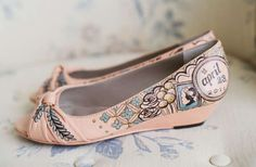 Hand-Painted Wedding Shoes by Figgie | Photographer: Ken Kienow