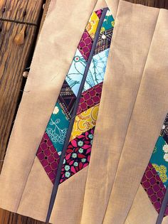 Another pretty feather - great background color Quilt Square Patterns, Paper Piecing Patterns, Square Quilt, Quilting Tutorials, Quilting Projects, Quilting Designs, Arrow Quilt, Southwestern Quilts, Modern Quilt Blocks