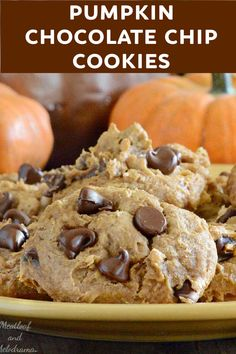 Easy Cookie Recipes, Homemade Desserts, Fun Desserts, Easy Dinner Recipes, Spice Cake Mix And Pumpkin, Pumpkin Puree, Pumpkin Chocolate Chip Cookies, Cake Mix Cookies, Fall Baking