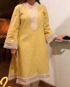 Simple Pakistani Dresses, Pakistani Fashion Casual, Pakistani Dress Design, Pakistani Outfits, Stylish Dress Designs, Stylish Dresses For Girls, Simple Dresses, Casual Dresses, Fashion Dresses