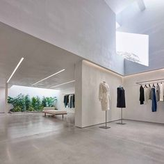 Los Angeles-based Standard Architecture has completed a store for fashion brand Helmut Lang that features smooth plaster walls cove lighting and a light-filled garden. See more images on dezeen.com/usa #interior #interiordesign #USA by dezeen