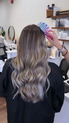 Balayage Hair Tutorial, Brassy Blonde, Curly Hair Styles, Natural Hair Styles, Blonde Ale, Light Brown Hair, Strawberry Blonde, Blonde Highlights, Great Hair