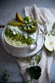 Matcha Smoothie Bowl | Foodlovin'