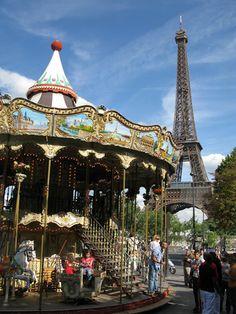 Carousel near Eiffel Tower   Photo by: Karim Rezk - Flickr