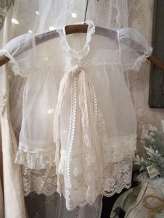 ZsaZsa Bellagio – Like No Other: Shabby Sweet Love Ropa Shabby Chic, Vintage Accessoires, Vintage Outfits, Vintage Fashion, Pearl And Lace, Romantic Lace, Lady Grey, Linens And Lace, Ana Rosa