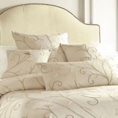 Belle Vigne Crewel 18 inch Sq. Pillow