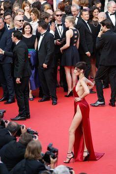 bella-Hadid-cannes-garde-robe dysfonctionnement-rouge-dress-5.jpg