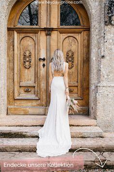 Entdecke unsere zweiteiligen Brautkleider im Boho Stil. Diverse Spitzen und Schnitte, aus denen du dir deine Hochzeitsoutfit zusammenstelen kannst. Bleib du selbst, auch als Braut. Finde deinen Boho-Look. Boho Stil, Bohemian, Fit And Flare, Trends, Outfit, Wedding Dresses, Fashion, Two Piece Outfit, Young Women