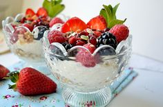 Make-Ahead Fruit & Yogurt Breakfast Parfaits your favourite food from now on. it is light, high of fiber, protein, good fats. Healthy meal to support any weight loss program.  for more details go to www.momsfitnessheaven.com #weightloss #recipes #breakfastrecipes #quick
