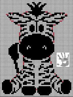 Neutral lækker lille zebra, som børnene vil blive smadder glade for på værelset! Den lyserøde kan er til at hjælpe med at finde kanten, så de lyserøde perler skal være hvide og er dermed den yderste kant. TIP! Lav alt det sorte først, og sørg for at sætte den centralt på pladerne, der er brugt 6 kvadratiske plader, og omkring 1200 sorte perler, og omkring 500 hvide. Fuse Bead Patterns, Perler Patterns, Beading Patterns, Beaded Cross Stitch, Cross Stitch Embroidery, Cross Stitch Patterns, Hama Beads Animals, Pearl Beads Pattern, Hama Beads Design