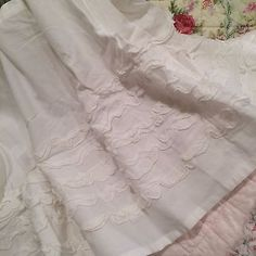 SIMPLY-CHIC-WHITE-QUEEN-SHABBY-GYPSY-RUFFLED-BED-SKIRT-100-COTTON-15-034-DROP