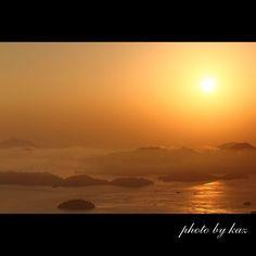 【kazushi_w】さんのInstagramをピンしています。 《日の出  筆影山からの眺望 2016.11.12  広島県三原市筆影山  #広島#三原#筆影山 #瀬戸内海 #瀬戸内  #海 #日の出 #sunrise  #自然 #nature  #写真 #写真好きな人と繋がりたい #写真撮ってる人と繋がりたい #写真好き #ファインダー#canon  #日本 #日本の風景 #japan #japanese  #ig_japan  #太陽 #sun》